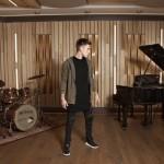 Nicky Romero retoma sus raíces como músico para su nuevo sencillo