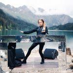 Nora En Pure anuncia livestream desde la hermosa locación en el lago Arnen en Gstaad, Suiza